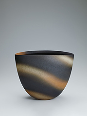 写真:Jar with layered glaze and wave design.