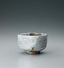 写真:Hagi tea bowl with white glaze.