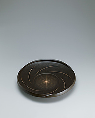 写真:Black vessel with light whorl design.