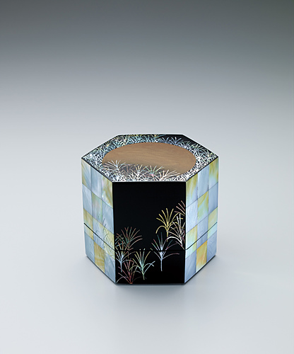 "image Small box with design in mother-of-pearl inlay. ""Musashino"""