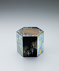 "写真:Small box with design in mother-of-pearl inlay. ""Musashino"""