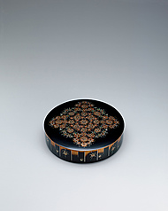 "写真:Circular box with design in mother-of-pearl inlay and makie. ""Flowers"""