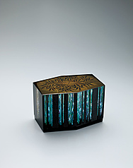 写真:Hexagonal box with bamboo grove design in makie.