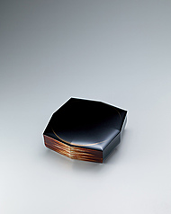 "写真:Kanshitsu covered box with design in mother-of-pearl inlay. ""Sparkling waves"""