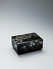 "写真:Box with design in chinkin. ""Clear and pleasant wind"""