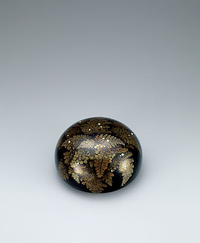 """image Kanshitsu covered bowl with design in makie. """"After the rain"""""""