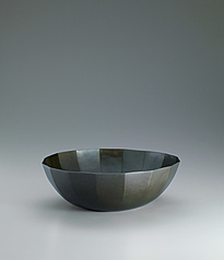 写真:Bowl of forged shibuichi.