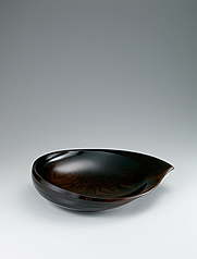 "写真:Food vessel of jindai zelkova wood finished in wiped urushi. ""Water drop"""
