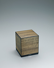 写真:Box of hōnoki wood.
