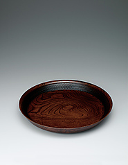 "写真:Food vessel of zelkova wood finished in wiped urushi. ""Jōmon (cord mark)"""