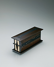 "写真:Box with drawers made of katsura wood finished in wiped urushi. ""Song of birds"""