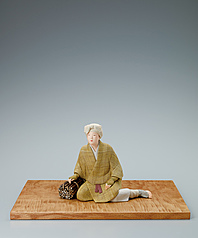 "写真:""Satoyama"". Formed with tōso over wooden core and covered with cloth and paper."