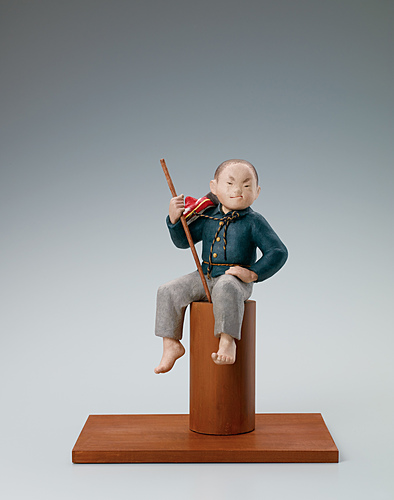 "image ""King of the hill"". Formed with tōso over wooden core and covered with paper."