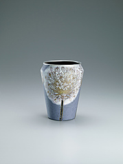 "写真:Opaque cloisonne flower vessel. ""Refreshing"""