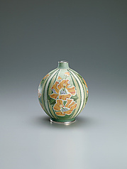 写真:Cloisonne jar with cotton rose design.