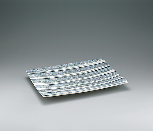 写真:Rectangular dish with salt glaze and stream design.