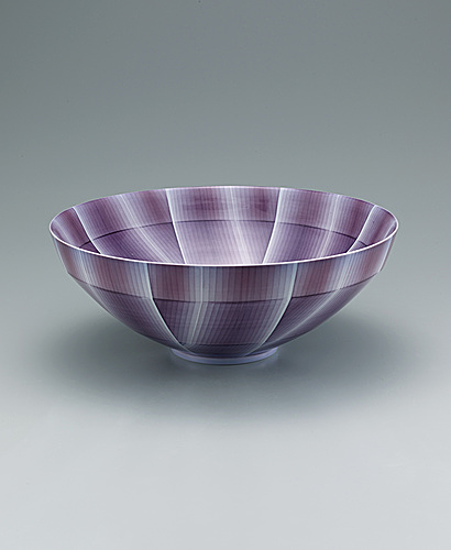 写真:Bowl with nunozome decoration.