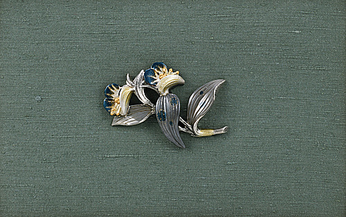 写真:Obi sash clip in shape of Asiatic dayflower.