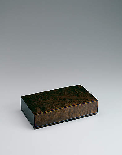 "写真:Letter box of hō wood finished in wiped urushi. ""Beam of light"""