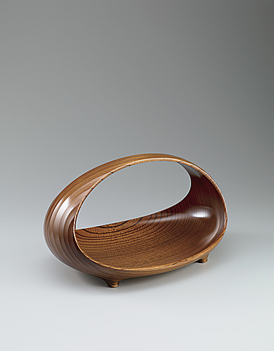 "写真:Vessel of zelkova wood finished in wiped urushi. ""Circle"""