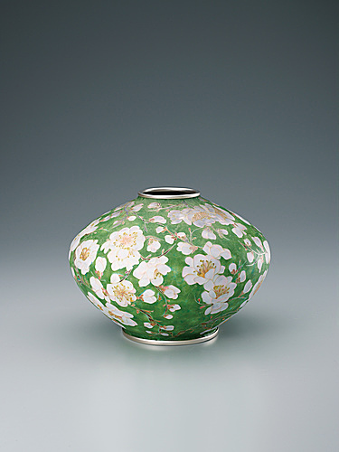 "写真:Cloisonne flower vase. ""Fragrant plum blossoms in early spring"""